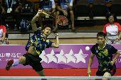 世大運羽球  男雙戰泰國(2)台北世大運羽球項目25日在台北體育館舉行,中華隊選手李洋(右起)、李哲輝在混合團體賽中,對決泰國選手,以21比6、21比13直落二取得勝利。中央社記者吳家昇攝  106年8月25日