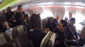 班機,求婚,感動,情侶,乘客,空姊,機組人員,高空,甜蜜,結婚,交往 https://www.youtube.com/watch?v=6JBM8Afaapk