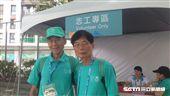 世大運樂齡國際志工Ris跟Johnny(圖/校園記者林芷儀攝)