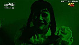 女友情人節扮成安娜貝爾,嚇壞男友。(圖/翻攝自Gino脖子臉書)