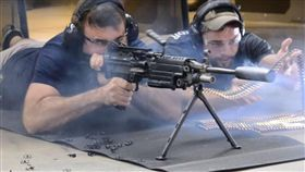 消音器,連射,機關槍,槍,M249SAW,子彈,West Coast Armory,管理員,道別,離職 圖/翻攝自YouTube https://goo.gl/xoaouE