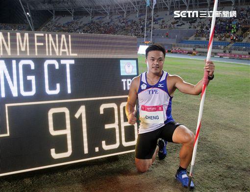世大運田徑賽高潮疊起台灣選手優異的表現讓全場觀眾High翻天。(記者邱榮吉/攝影)
