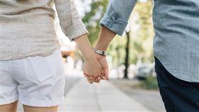 情侶、牽手、夫妻(示意圖)/pixabay