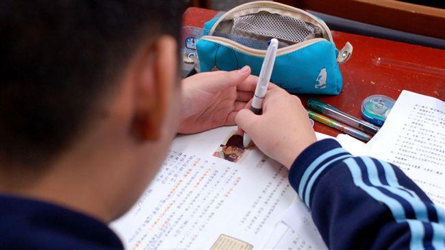 作文題目「我的繽紛世界」!女童寫不出來崩潰:我都在讀書
