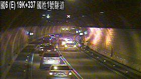 國道6號19.4公里隧道內 小巴士火燒車道路封閉(圖/高公局)