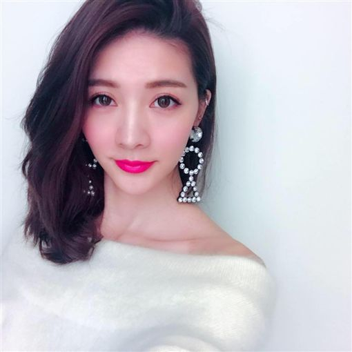 模特兒出身的女星吳亞馨。(翻攝吳亞馨臉書)