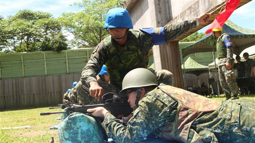 國軍,國防部,打靶_國防部發言人臉書https://www.facebook.com/MilitarySpokesman/photos/a.457847624278561.106758.160144950715498/1508626769200636/?type=3&theater