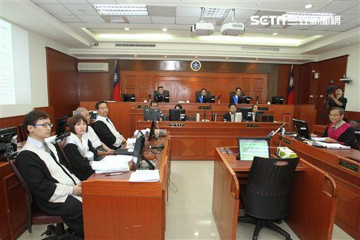 高院刑專一庭含冤14年特赦蘇炳坤案再審,院長認為具有法治教育意義,破例開放媒體拍攝法庭。(記者邱榮吉/攝影)