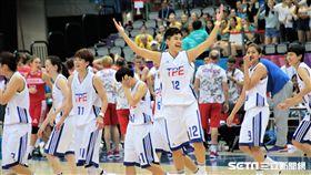 中華女籃賽後跳舞回饋球迷(圖/記者劉家維攝)