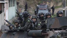 裝甲車軍隊。(圖/美聯社/達志影像)