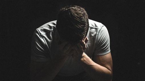 哭泣、失戀、傷心、難過、分手、沮喪、失落/pixabay