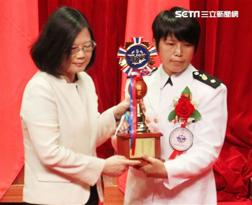 總統蔡英文(31)日上午表揚國軍楷模及國軍模範團體。(圖/記者邱榮吉攝)
