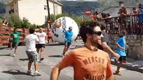 西班牙,奔牛節,奔球節,馬德里,意外,巨球,骨折,昏迷