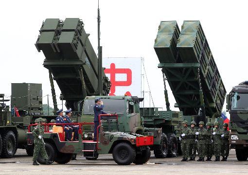 空軍防空暨飛彈指揮部成立(1)空軍防空暨飛彈指揮部編成典禮1日在台南基地舉行,空軍司令沈一鳴校閱地面部隊。中央社記者張皓安攝 106年9月1日
