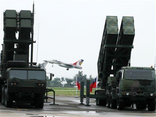 空軍防空暨飛彈指揮部編成典禮由司令沈一鳴上將主持,統一防空作戰指管事權,加快威脅反應速度,以建立一支「量適、質精、戰力強」之防空勁旅。(記者邱榮吉/攝影)