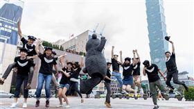 熊讚團隊-圖/觀傳局資訊室主任唐亞聖臉書