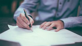 工作,上班,文件,辦公,寫字(圖/Pixabay)