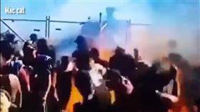 澳洲,賽車,起火燃燒,火吻觀眾(圖/翻攝自YouTube)