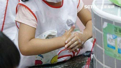 臉部肌肉不對稱、步態不穩 2歲女童腸病毒重症