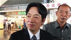 賴清德搭高鐵北上總統蔡英文5日將宣布新任行政院長人選為台南市長賴清德(左),台南市長賴清德上午前往高鐵台南站搭高鐵北上,面對記者追問低調表示,幾個小時後就知道了。(翻攝畫面)中央社記者楊思瑞台南傳真 106年9月5日