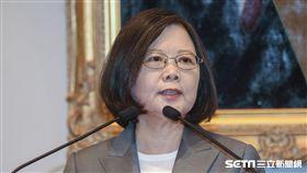 行政院長林全因為階段性任務完成提出辭呈,總統蔡英文5日親自舉行記者會,宣布新任行政院長由台南市長賴清德接任。 圖/記者林敬旻攝