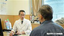 台北慈濟醫院泌尿科醫師蔡曜州呼籲,40歲以上的男性若出現頻尿、尿流量變細、排尿困難等情形,應盡早就醫檢查,可能是攝護腺癌徵兆。(圖非新聞當事人/台北慈濟醫院提供)