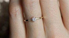 澳洲一名化妝師吉娜對於婚戒要求很高。(圖/翻攝Daily Mail)