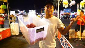 夜市,破解,Guava Juice,YouTuber,學費,遊戲,套圈圈,投球,秘訣 (圖/翻攝自YouTube)