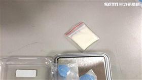 警方查扣3顆藥丸及1小包安非他命。(圖/翻攝畫面)