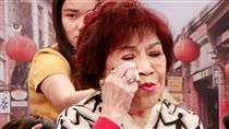 周遊面對大批記者訪問淚水瞬間落下(圖/中視提供)