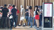 樂陞股東會再次流會(1)樂陞8日在新北市召開股東常會,由於出席股數不足,出席率僅35.27%,未達法定過半規定,代理董事長何嘉興宣布流會。中央社記者吳翊寧攝 106年9月8日