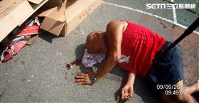 張男被群眾圍毆打成豬頭倒在地上。(圖/翻攝畫面)