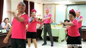台北市南港區舊莊社區發展協會參與今年8月北市衛生局「社區健康營造飲食運動創意競賽」以「有氧律動舞蹈」拿下冠軍。(圖/記者楊晴雯攝)
