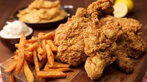 炸雞,薯條(圖/翻攝自臉書《胖老爹美式炸雞林森長安店》)