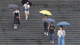 下雨、豪雨、大雨、撐傘/中央社