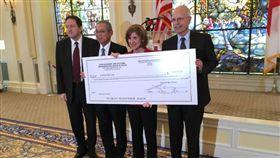 台灣政府捐贈50萬美元給美國紅十字會/EAP Bureau 推特
