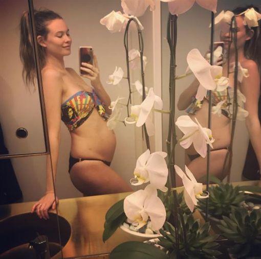 ▲貝哈蒂PO照宣布懷上第2胎,讓粉絲直呼恭喜。(圖/翻攝Instagram)