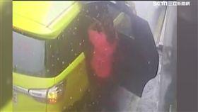 下車如廁司機跑了! 乘客追運將付車資