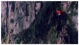 蜘蛛人,峭壁,攀爬,羅登萍,男女平等,貴州,紫雲縣,格凸河村,觀光,燕窩,大陸 圖/翻攝自BBC影片