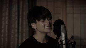 生日前翻唱《我要快樂》 韓女團成員:歌詞與心境相同… 圖/翻攝自Amber Liu YouTube https://www.youtube.com/watch?v=7CIp8j9mIZY