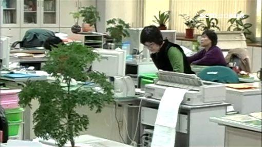 「請假精算師」公僕3年上7天班領36萬 -公務員-上班族-辦公室-