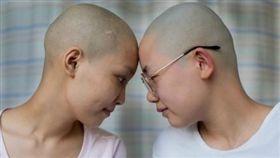 大陸,重慶,血癌,閨密,光頭,化療,打工,真愛,友情,感人,暖心 http://s.weibo.com/weibo/%25E9%2587%258D%25E6%2585%25B6%2520%25E7%2587%2595%25E5%25AD%2590&Refer=STopic_box