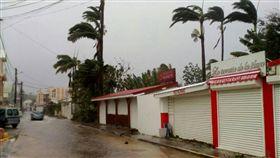 瑪莉亞在法國屬地瓜德羅普(Guadeloupe)造成1人喪生和2人失蹤。(圖/美聯社/達志影像)
