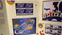 陸委會兩岸交流30年周年郵票行政院大陸委員會商請中華郵政公司於20日發行「兩岸交流30週年」特種郵票(圖)。(陸委會提供)中央社記者繆宗翰傳真 106年9月20日