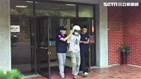胡翁發現保育類的食蛇龜,一台斤賣價高達2千元,遂天天前往山區捕龜,卻遭到警方逮獲,訊後依違反動保法送辦(翻攝畫面)