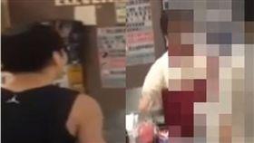 網友不滿7-11店員服務態度差,雙方當場起衝突。(圖/翻攝Youtube)
