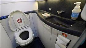 乘客自慰體液四濺飛機廁所(圖/翻攝自中國報)