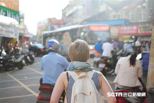旅遊,背包客,自助旅行,獨遊,情侶,。(圖/booking.com提供)