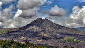 印尼峇厘島阿貢火山(Agung volcano) https://www.flickr.com/photos/wiifm69/6346855198/in/photolist-6ApLnu-7MH2J5-8vGnwi-5hVhQN-6zBT6N-HgkYEm-9D7Luv-gZTMYL-8LAK8n-8cKKFV-8p8RDq-edfuuo-axk5E3-qaKM6c-obhNzC-4T6xqr-7