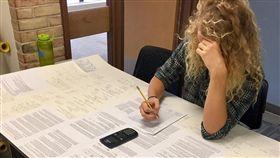 馬里蘭,助教,考試,小抄,英吋,英呎 圖/翻攝自Reb Beatty臉書
